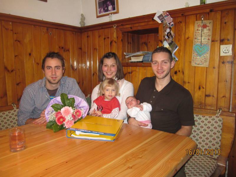 Nina Maria Leitner mit ihren Eltern